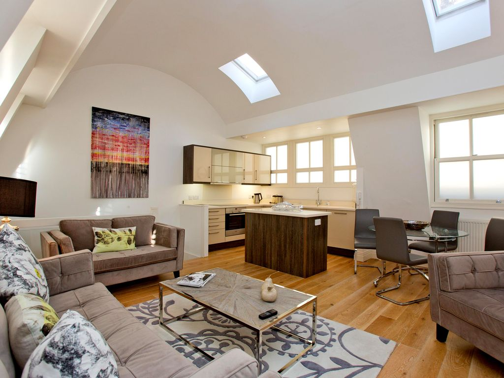 Luxury and Spacious 2 Bedroom Mews House in South Kensington