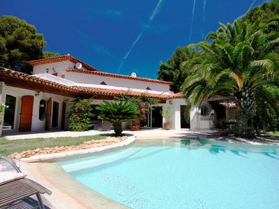 Photo for Splendid Vacation Villa on the shores of the Mediterranean.