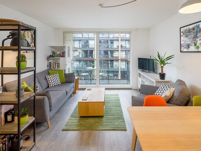 Photo for Beautiful 2Bed 2Bath w/Balcony on Regent's Canal