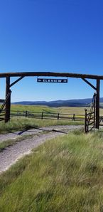 Elk View Lodge with Madison River Access Near Yellowstone