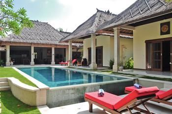 Photo for Villa Kebun - In Seminyak (Core area of Seminyak)