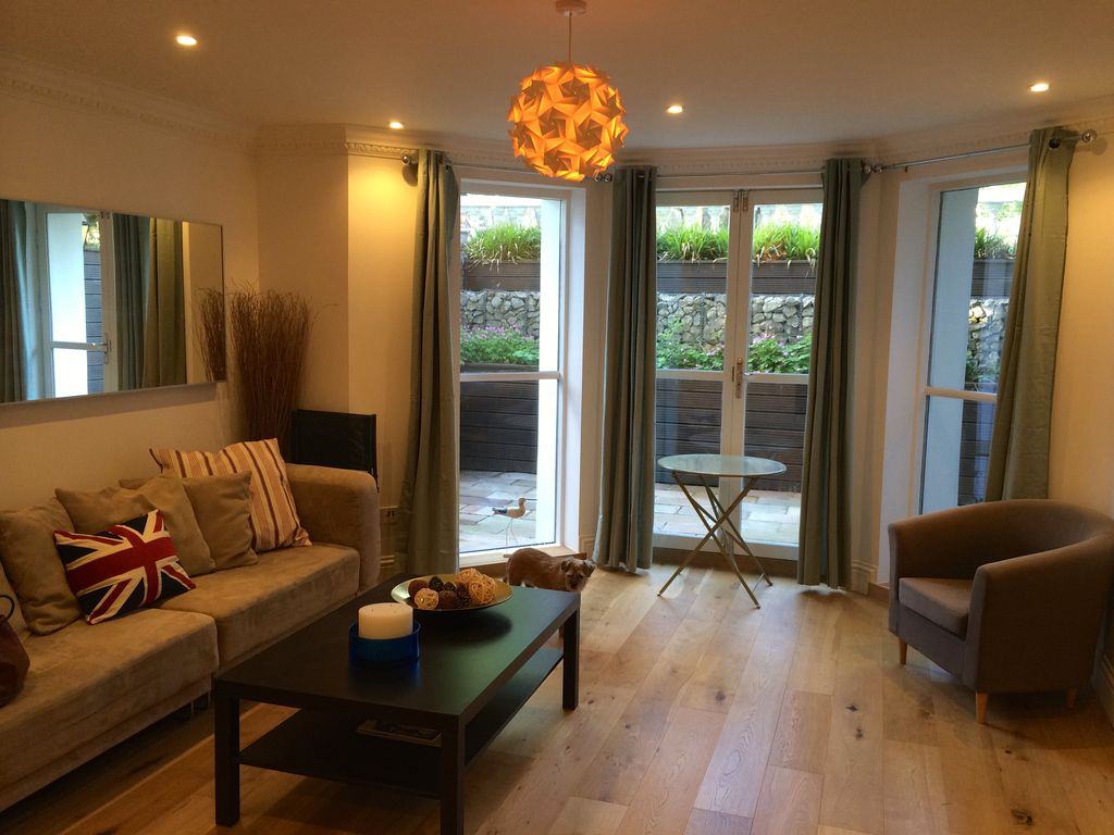Perfect new open-plan pied à mer - 53 mins from London, 5 mins from the sea!