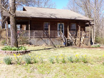 Photo for Cute bungalow in Sherwood with wrap around porch.