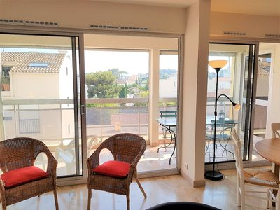 Photo for Beautiful 3 bedroom apartment, 200 m from the beaches of Mourillon