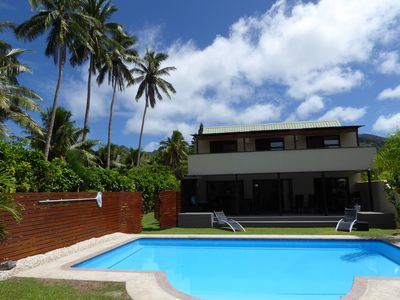 Taakoka Muri Beach Villa - beach front on the Golden Mile & your own large pool!