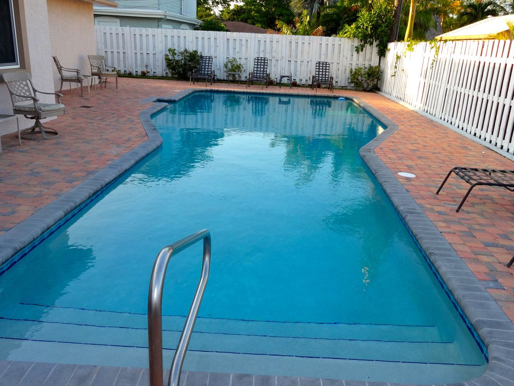1662 NE 25th ave: 5 star*****Newer 5 BR beach home-45ft htd pool ...