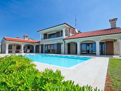 Photo for Beautiful residence with private pool near Porec