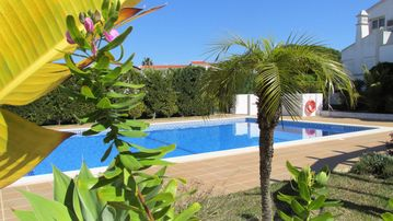 Search 632 holiday lettings