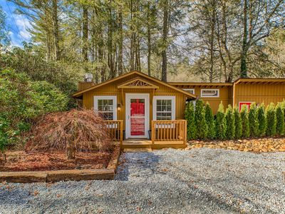 Photo for Mirror Lake Red Door Guest House-On Mirror Lake and 1.2 Miles from Main Street!