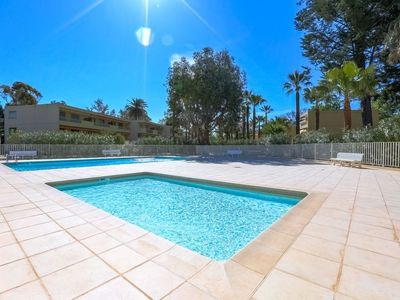 Photo for One bedroom Apartment, sleeps 4 in Golfe-Juan with Pool and WiFi