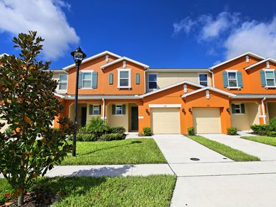 Photo for 4 bed Townhouse , Splash pool free wifi 10 min from Disney