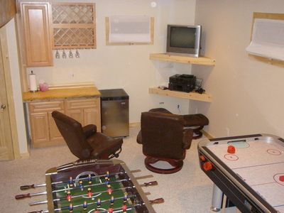 Games room with wet bar