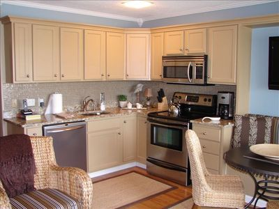 Upscale kitchen with granite and stainless appliances - Hilton Head Vacation