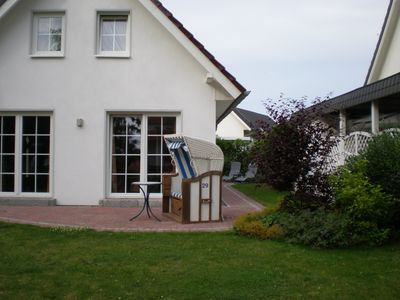Photo for New, spacious vacation home w/garden, 350 m from the beach