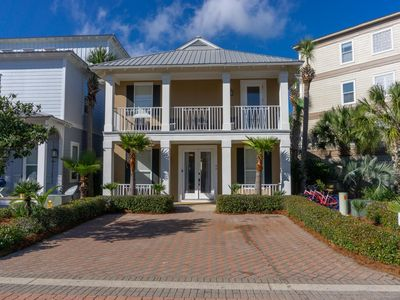 Just remodeled Jan 20, See Video, Adorable home on the pool deck1blck to beach