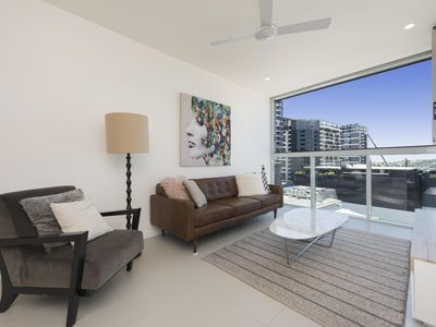 Photo for Exquisite executive living just meters from the Gasworks commercial precinct