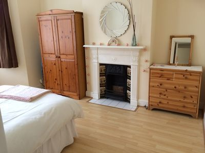 Photo for Charming 2 Double Bedroom Apartment -20 minutes  to City & Heathrow