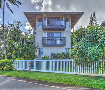 Family Friendly Princeville Home with 360 Ocean and Mountain Views!!