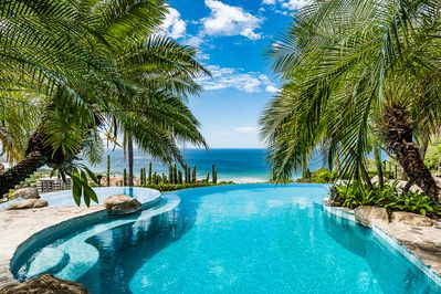 Infinity Pool Ocean view - View from the pool