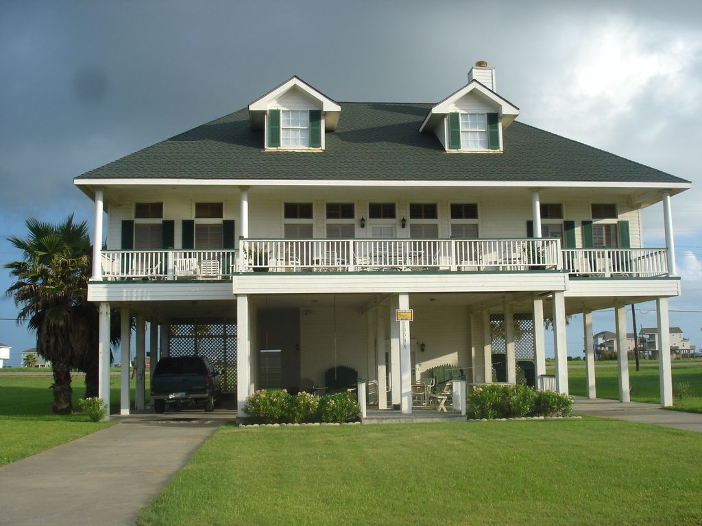 Affordable large west galveston isle luxury vrbo for Large beach house
