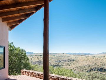 Scobee Mountain Lodge: 360 Degree Views of West Texas, Fort