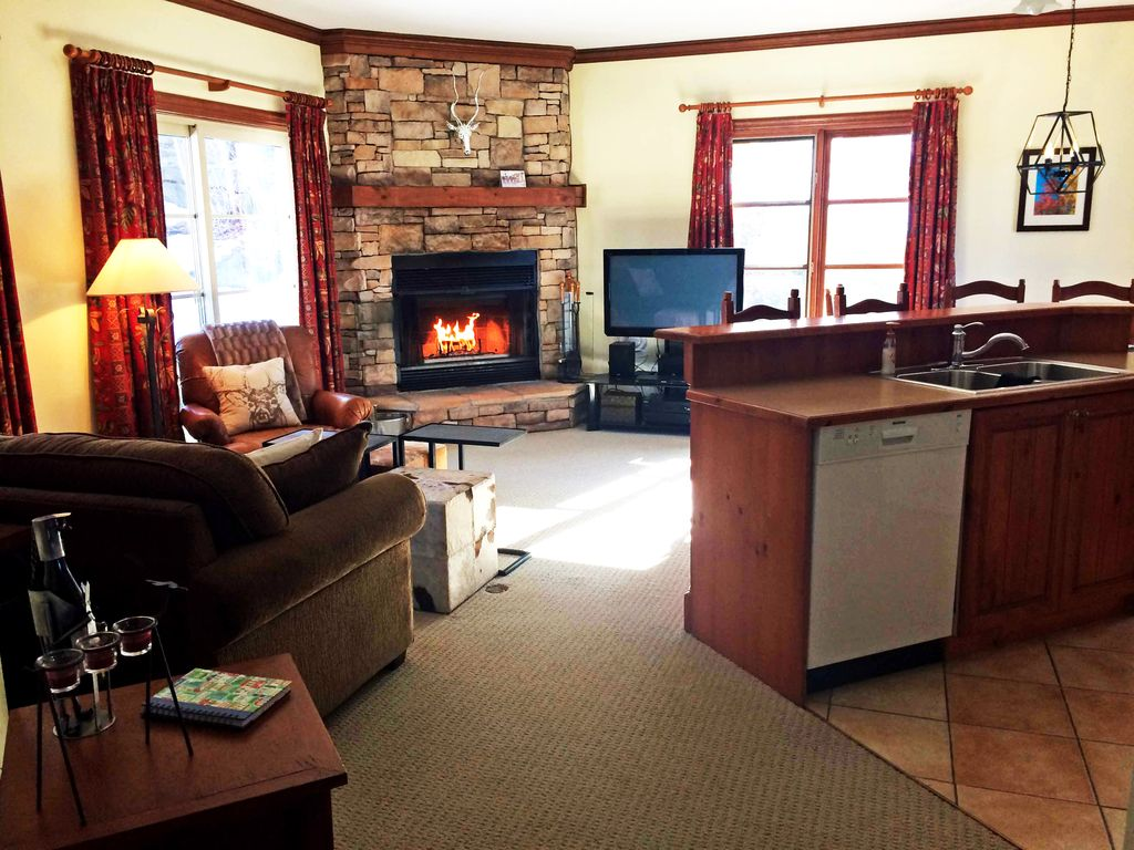 end unit on the mountain w pool no hst vrbo