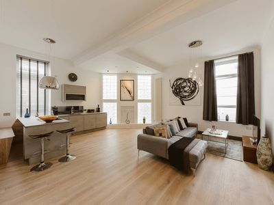 Photo for Nice 3 bed warehouse apartment in Chiswick/London