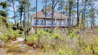 "Photo for 8 ACRE Private Bayfront Estate! Bring the Pets! Fishing Pier, Dock, Free Beach Gear, 5BR/4.5BA ""Acres of Willow Pond"""
