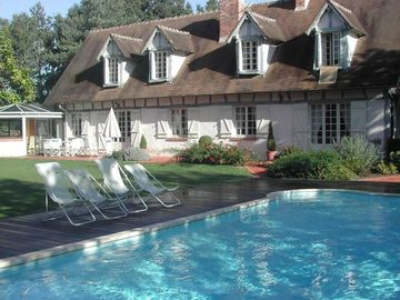 Extremely fine manor near Loire castles