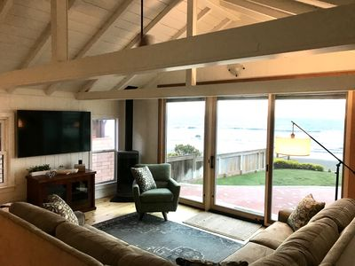 Remodeled  Ocean Front Cottage!! Beauty on the outside, Charm on the inside!
