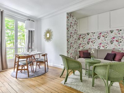 Photo for Charming apartment at bottom of the Sacré Coeur