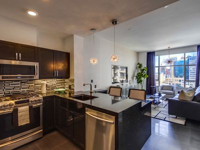 BLOCK FROM CONVENTION CENTER. PENTHOUSE. D'LUX FURNISHED