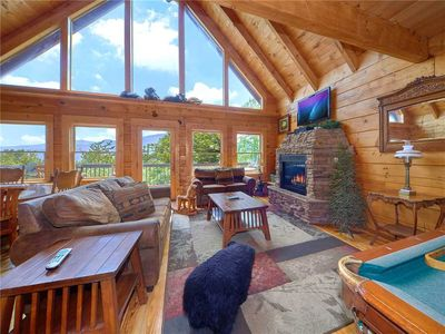 Bear Pause II, 3 Bedrooms, Sleeps 12, Mountain Views, Pool Access, Hot Tub
