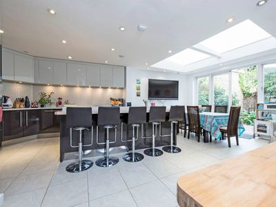 Photo for Wonderful 5 bed family home in Wandsworth