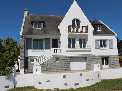 Photo for Spacious holiday home for 12 in Brittany, close to beautiful sandy beaches.