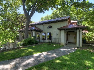 Photo for Charming 3 bedroom, 4 bath luxury lodge in the heart of the beautiful Texas Hill