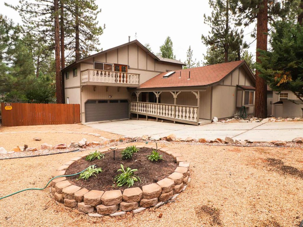Fawn Hollow: Hot Tub! Pool Table! Internet! Wood Burning Fireplaces ...