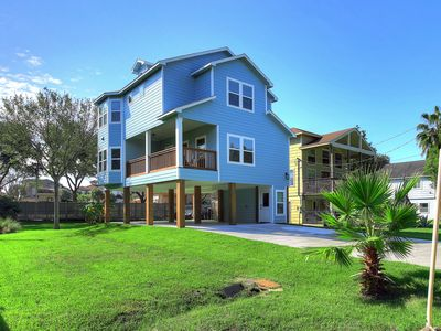 Photo for BRIGHT,  STYLISH NEW HOME IN KEMAH - WALK TO WATER
