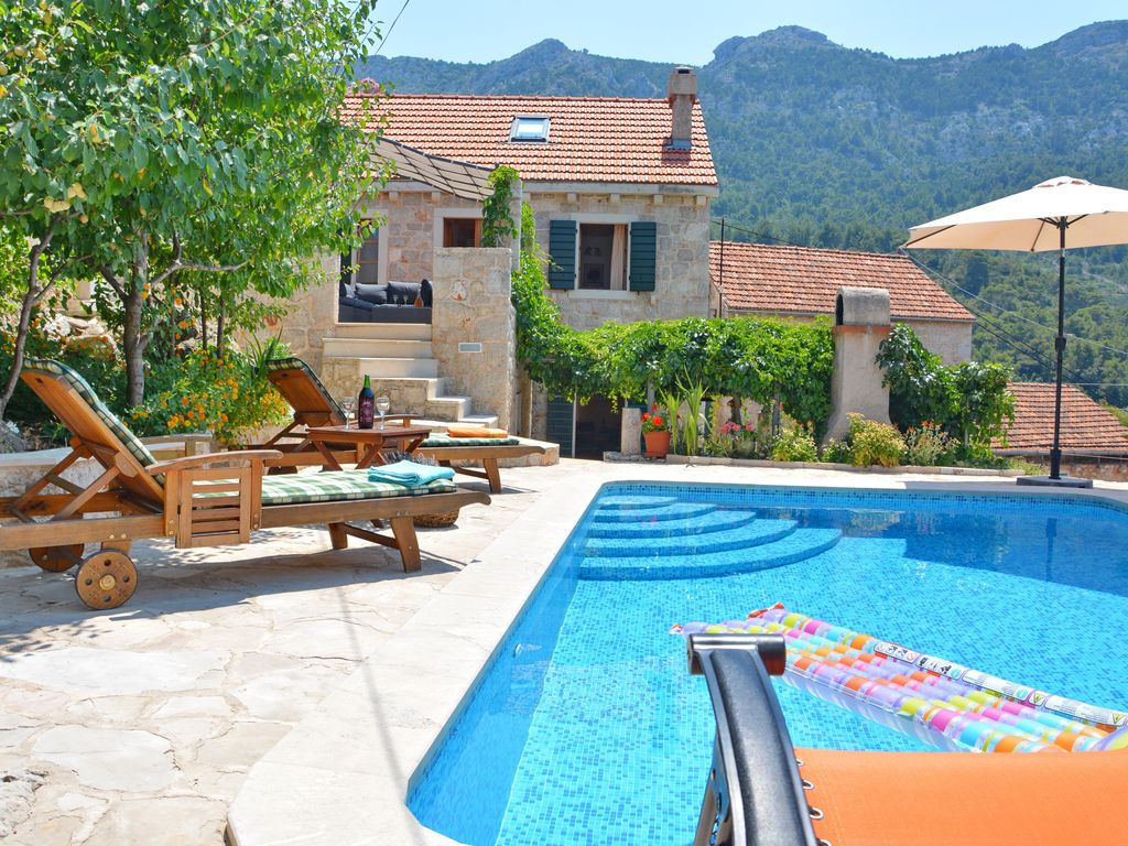 Mediterranean Stone House Villa with Pool in the Heart of the Island Hvar