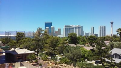 PENTHOUSE LV 2Bed/2Bath w/ STRIP & POOL Views!