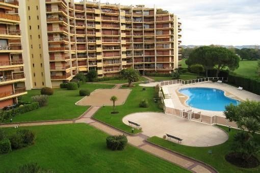Location mandelieu appartement f2 dans residence s curis e for Residence avec piscine marseille