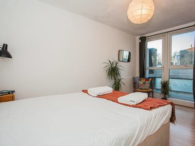Photo for Bright 2 Bedroom Apartment In Haggerston