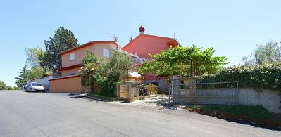 Photo for Apartment with 4 bedrooms, 2 bathrooms, washing machine, private parking and large terrace with barbecue area