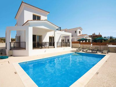 Photo for Centrally located Villa w/pool, a short walk from restaurants and shops