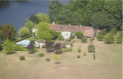 Photo for Spacious charming house, quiet, Lot bank, famous village