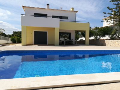 Photo for Beautiful and quiet villa with swimming pool 10 minutes from PORTIMAO and the beach of Alvor