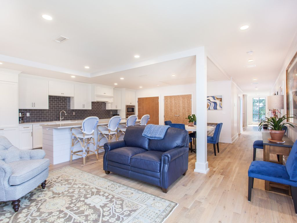 3 Bedroom 3 Bathroom Luxurious Downtown Charleston Residence 3 Br Vacation House For Rent In