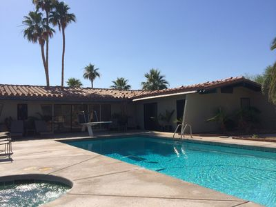 One level estate home....walled pet proof yard big pool and spa 30 palm trees