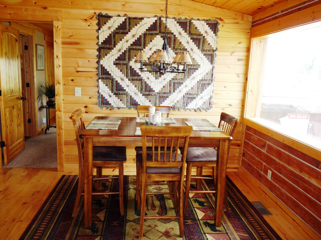 Private cozy log cabin on 3 7 acres exterior hot tub for Log cabin with hot tub one night stay