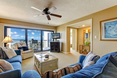 Living room overlooks the beach and has HDTV & speakers for your music devices.
